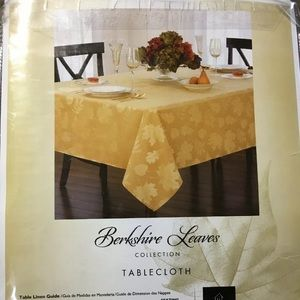 Berkshire Leaves Collection Tablecloth